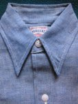 画像1: 1950'S DEADSTOCK BAREKAT BLUE CHAMBRAY BOYS SHIRT /SIZE8  (1)